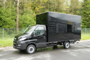 Iveco Daily Kastenaufbau mit kompletter Lackierung in RAL 9005