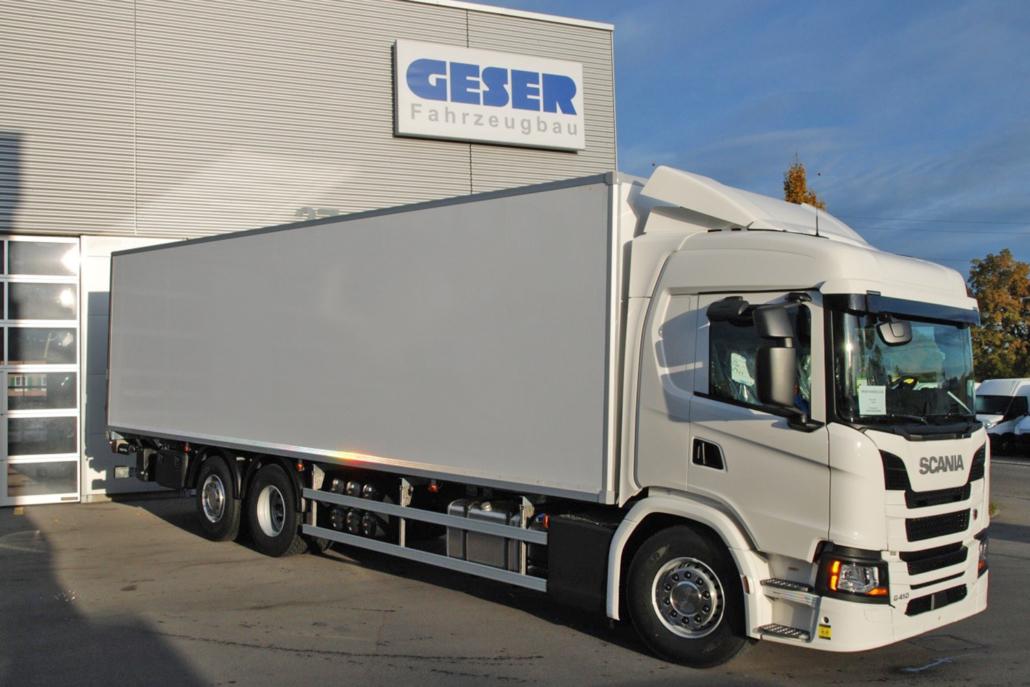 Isolier-Kofferaufbau der Geser Fahrzeugbau AG für Scania